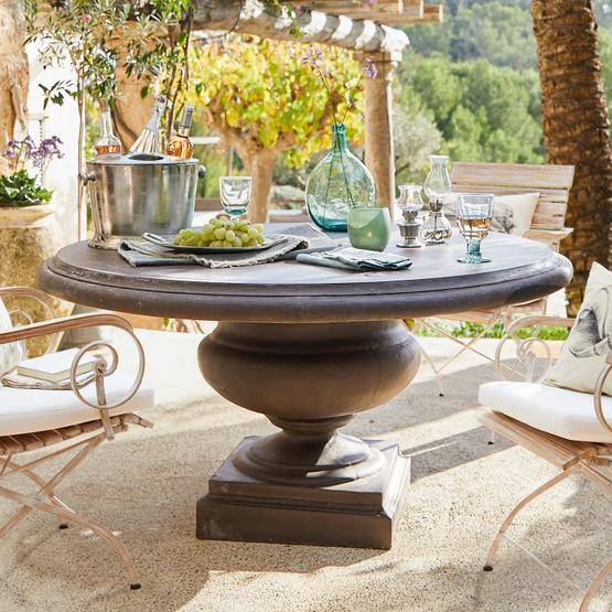 Tisch Monterey